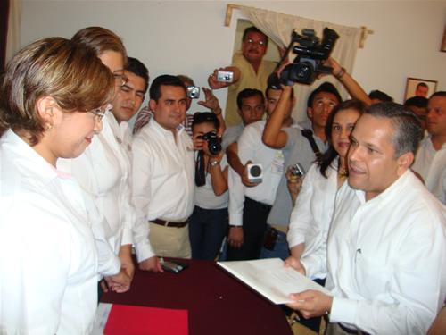 Acude Gustavo Rodolfo Torres Salinas a registrarse como Candidato del  PRI